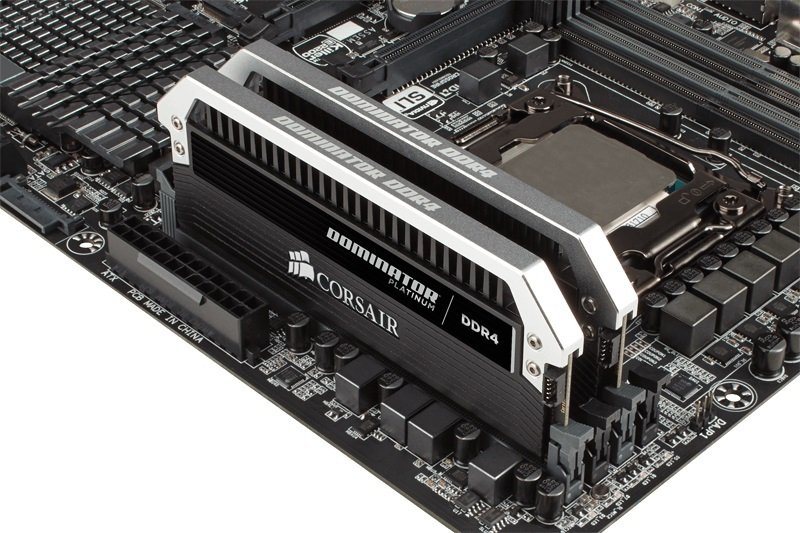 Corsair Dominator Platinum Series 32GB (2 x 16GB) DDR4 DRAM 2666MHz C15 Memory Kit