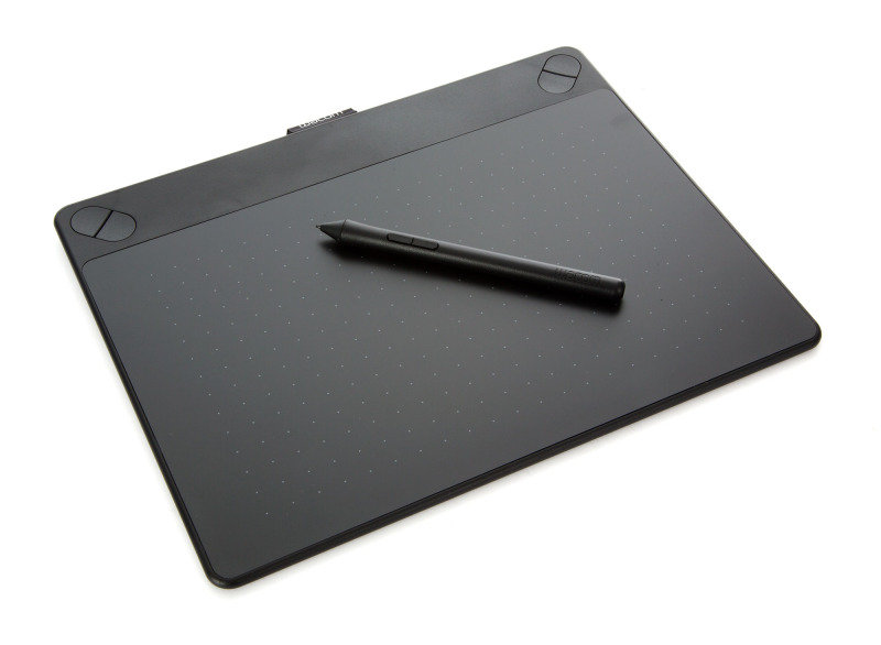 Intuos Art Pen & Touch Medium Graphics Tablet Black