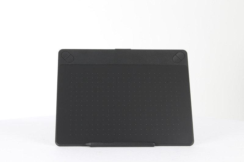 Intuos Art Pen & Touch Medium Graphics Tablet- Black